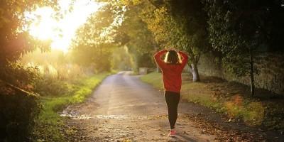 Mindful wandelen: stilstaan terwijl je loopt